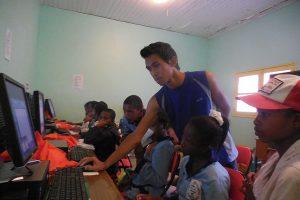 Atelier informatique réussi : nos jeunes avancent bien !